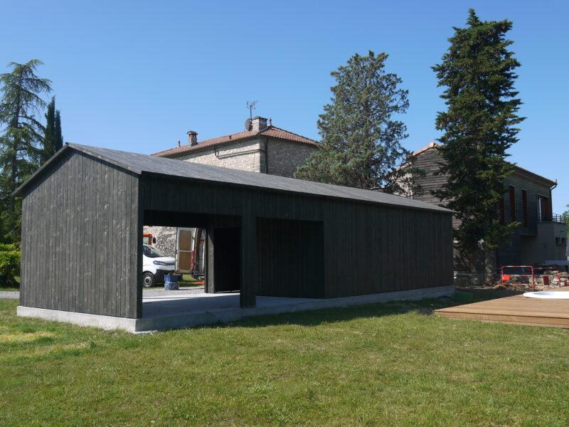 Uitbreiding in hout: opbouw polyvalente ruimte in de Ardèche