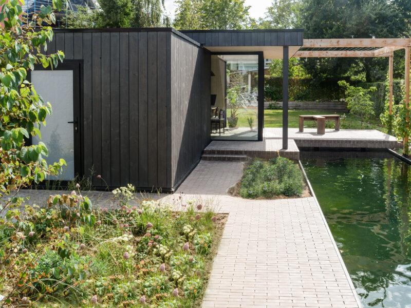 Zelf een houten poolhouse bouwen? Mogelijk met Houtschakelbouw!
